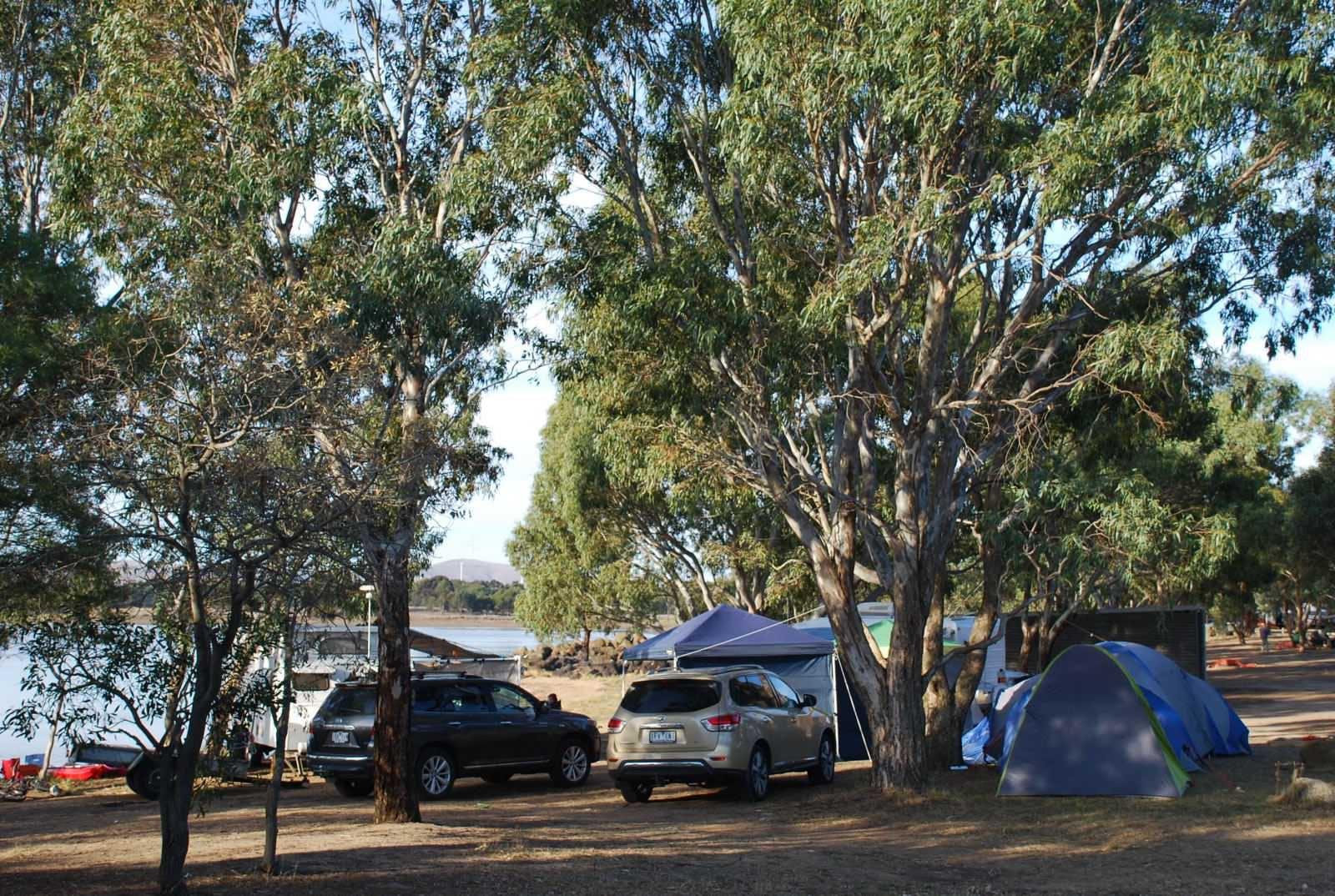 Campers right on the water at GHL. Campers select their own site to camp – there are no designated sites and no powered sites