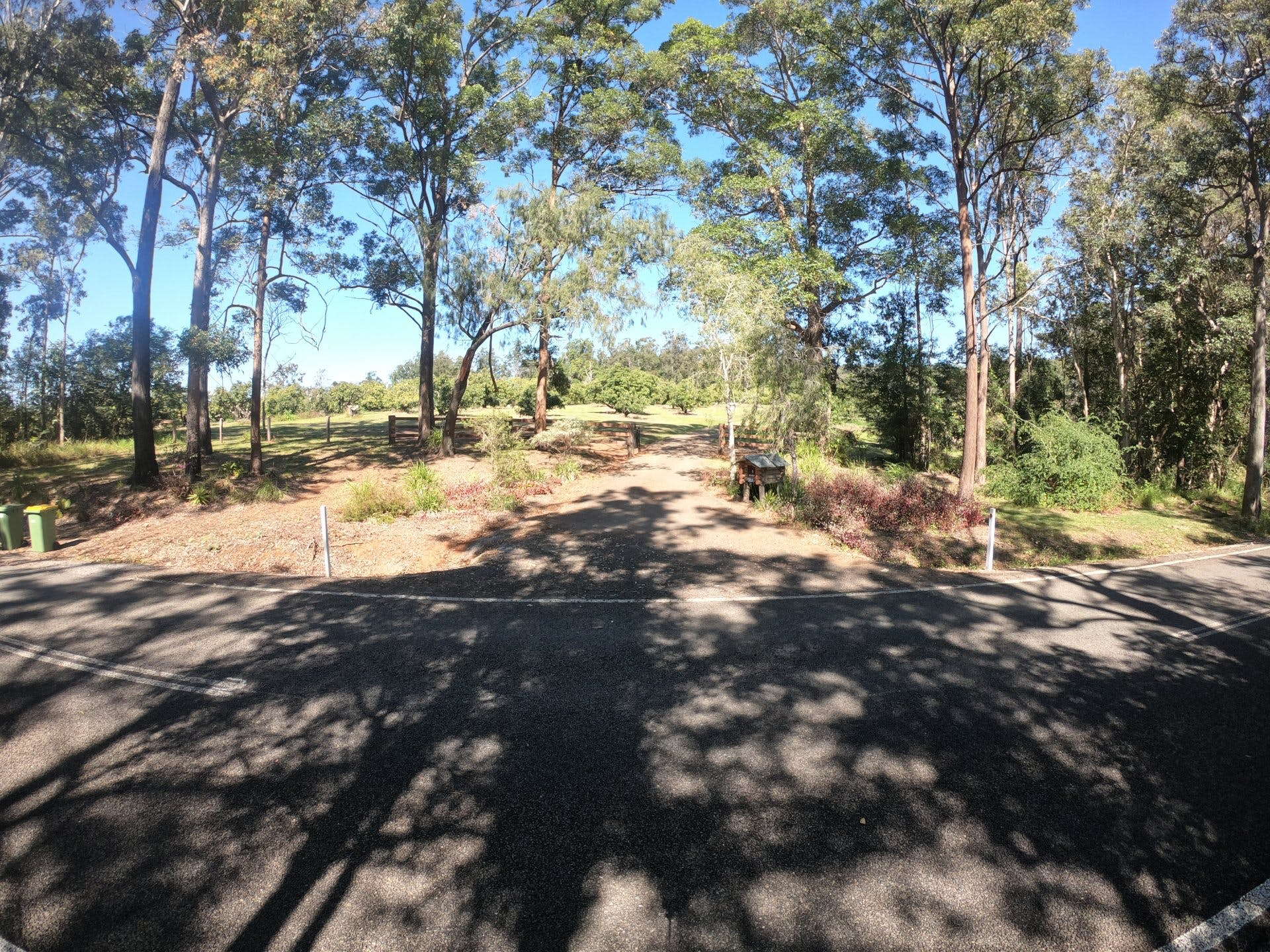 Wolvi Grove farm stay - Gate view